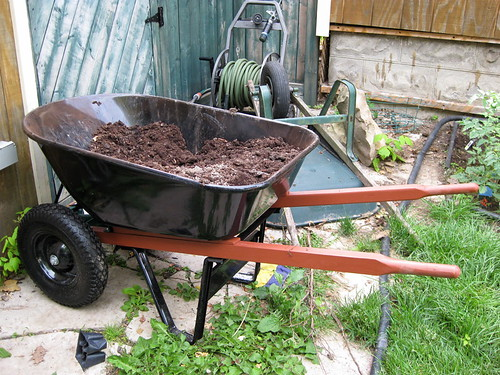 Yardworks Auto Levelling Wheelbarrow