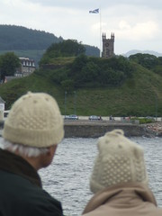 Woolly hats off Dunoon (Rob Lightbody) Tags: castle river clyde flag hats firth woolly dunoon