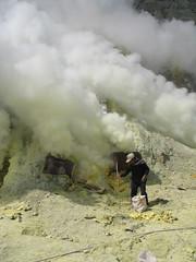 IMG_0457 (Mathieu Castel) Tags: lake indonesia volcano java site sulfur miner collecting ijen kawah