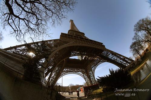 La Tour Eiffel pelengizada