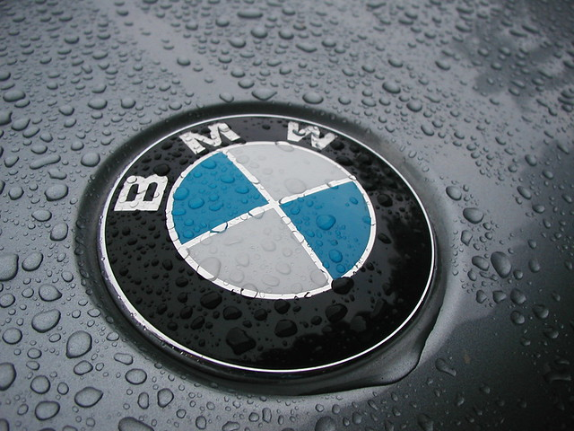 macro water car logo agua gotas bmw carro x3 condensacion comdensation