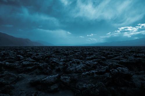 [フリー画像] 自然・風景, 谷, 空, 暗雲, アメリカ合衆国, デスヴァレー国立公園, カリフォルニア州, 201004030100