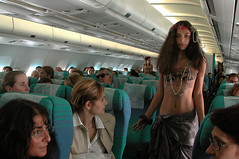 Girl in pearls (Roving I) Tags: travel tourism fashion aircraft events models longhair pearls passengers bareshoulders airtahitinui baremidriffs flattummies