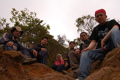 Coverboys (Ikhlasul Amal) Tags: mountain hiking top hijab sit betha dadang tudung wawan jilbab coverboy pona leony burangrang indarum burangrang200904