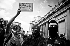 Be realistic demand the impossible! (caravinagre) Tags: uk people london power gente unitedkingdom pueblo protest police revolution londres anarchy demonstrations financial revolucin meltdown crisis demos reinounido poderes manifestaciones polica manifa g20 protestas rebelda recesin crediticia