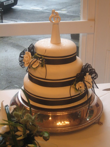 Black & White Wedding por K8's Cakes.