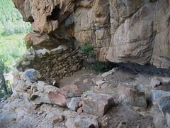 Abri-bergerie en début de vire du Castellu