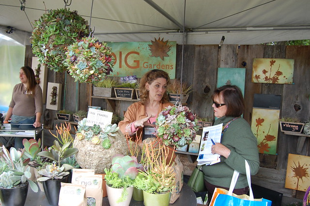 Dig gardens booth