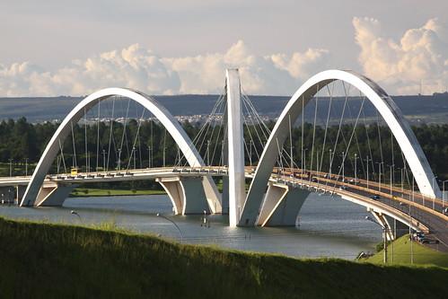 Ponte JK vista da descida dos condomínios  por m.cavalcanti.