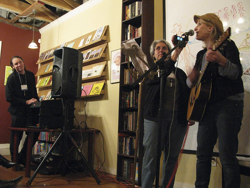 TED - Jill Sobule (+mom on phone) & Dan Klitsner at 826 Valencia fund raiser 4-2-09+ © Suzie Katz