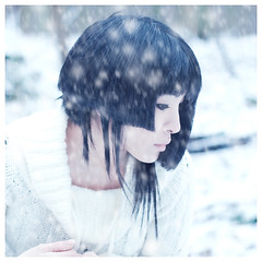 Silent Snow (Sachie Nagasawa - somewhair) Tags: winter selfportrait snow self square 50mm nikon autoportrait hiver falling neige sachie nagasawa 50fav d80 70fav somewhair hantenshi
