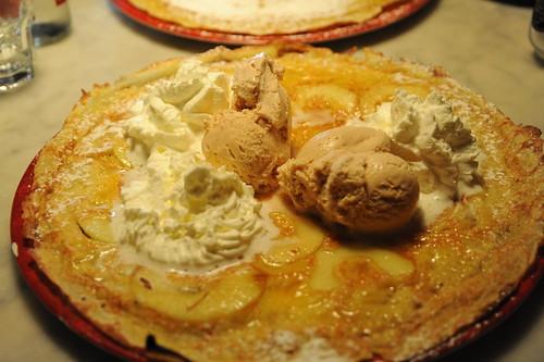 アップルパンケーキ、シナモンアイスのせ