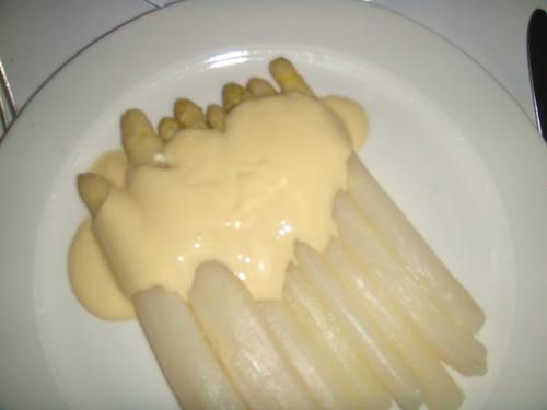 Espárragos Blancos con salsa holandesa
