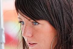Focus (Plutone (NL)) Tags: blue portrait black beauty female contrast silver hair licht eyes blauw bokeh earring clear ogen portret zwart helder vrouw sneeuwwitje donker haar zilver oorbel