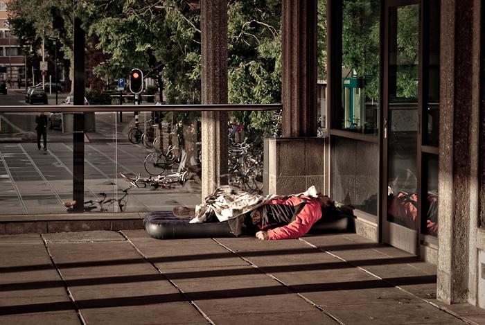 Uitslapen op het station