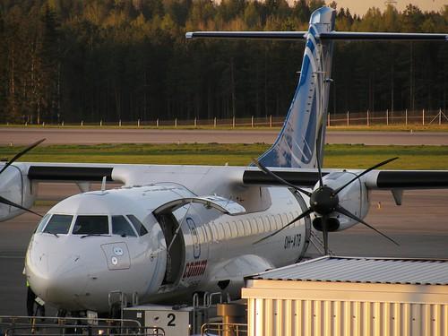 Finncomm Airlinesin lentokone Helsinki-Vantaalla toukokuussa 2009