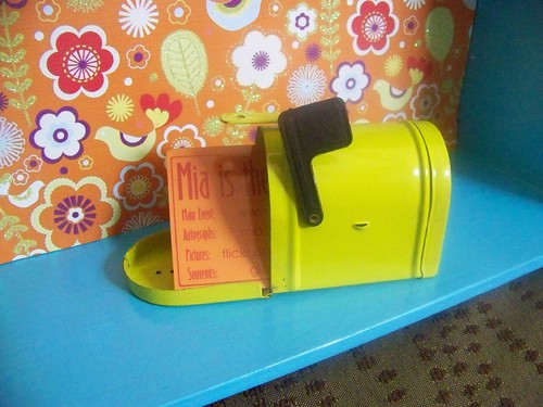new dollhouse mailbox w/business card for scale