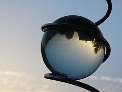Blick in die Kristallkugel? (renjamueller) Tags: blau glaskugel blickwinkel brechung