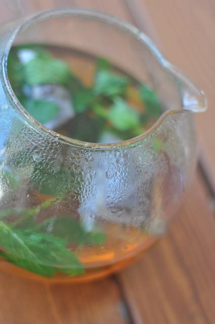 jäätee tegemine/making iced tea