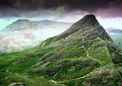 Tryfan #1 (Lee Unsworth) Tags: sky mountains wales clouds landscape photo nationalpark amazing group cymru welsh snowdonia tryfan the northwales absolutelystunningscapes unzie mwqio