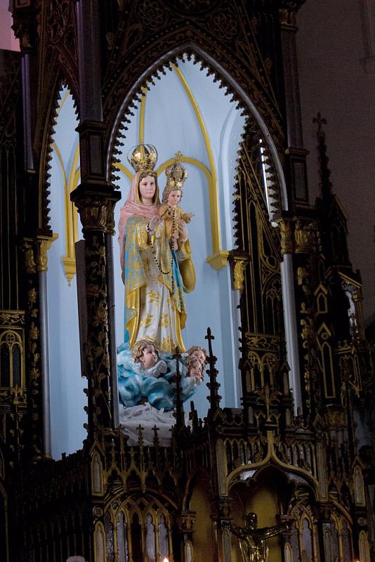 聖堂內的聖母像