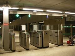 Novos portões de acesso na estação de comboios do Cais do Sodré