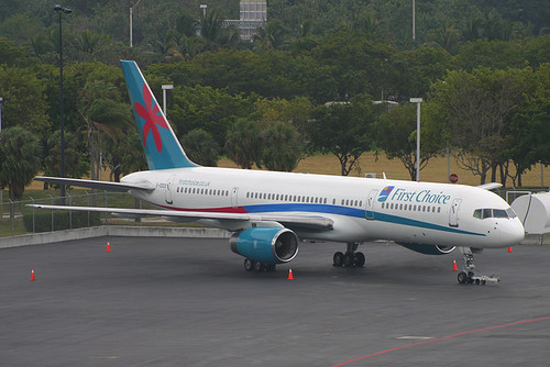 TCS Expeditions (First Choice Airways) Boeing 757-2YO G-OOOX