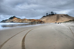 Oregon Coastal Excursion, Cape Kiwanda (mcdanielism) Tags: ocean travel vacation beach oregon coast pacificnorthwest oregoncoast monoliths capekiwanda coastalhighway