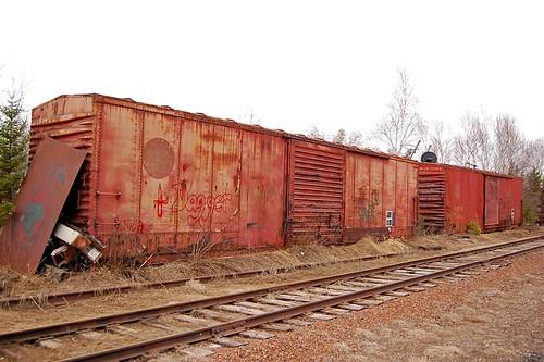04-19-09 Two DM&IR boxcars
