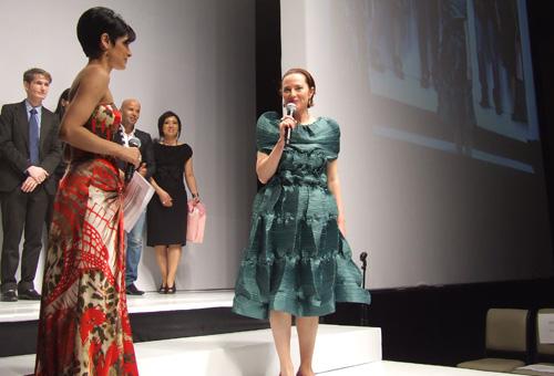 Rita Silvan announces the winner Faren Tami