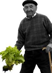 La LechugA (Vrgina) Tags: rural cutout grandfather soria boina lechuga abuelo huerto desaturadoselectivo ltytr1 valdealvillo