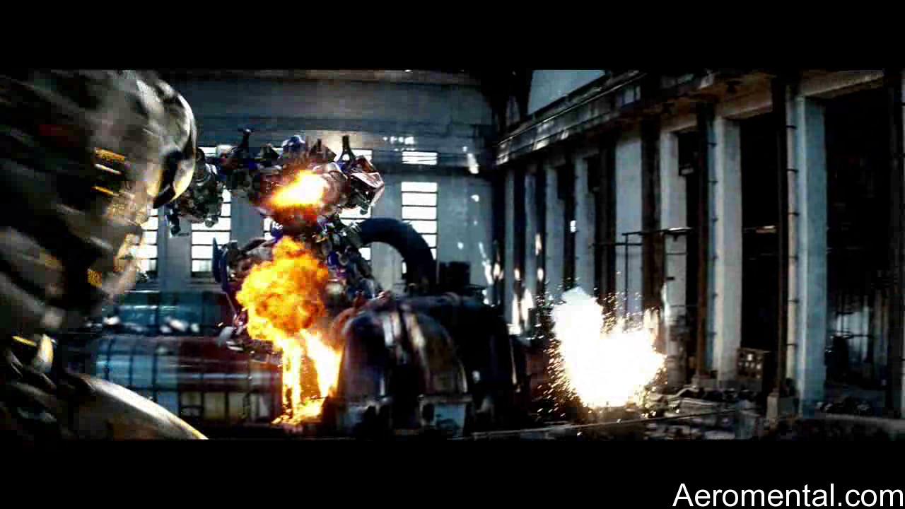 Transformers 2 Optimus ataca