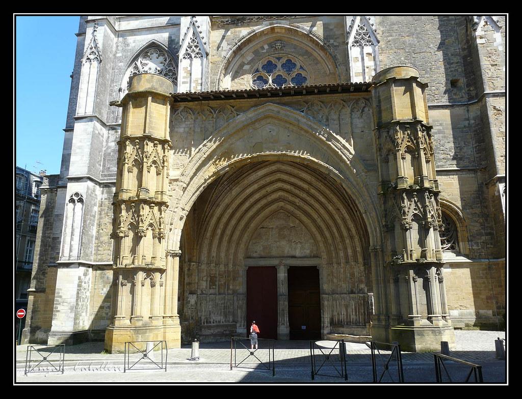 Bayona. Puerta principal de la Catedral
