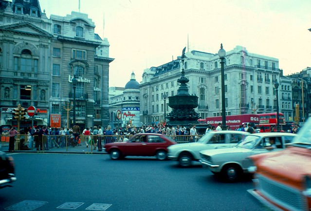 1976 - London - Picadilly Circus