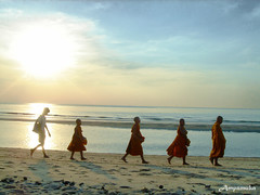 Food Offering To Monk /  (AmpamukA) Tags: food beach monk thai offering chaam     platinumheartaward  ampamuka