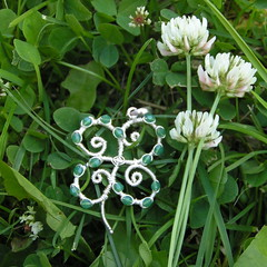 4-Leaf Clover Pendant w/ Swarovski (pippijewelry) Tags: horse silver jewelry jewellery chain copper pippi sterling knitted clover fourleafclover gemstone wirewrapped finesilver