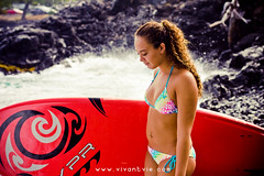 (SARA LEE) Tags: morning red girl backlight hawaii design photoshoot board ashley surfing bikini local backlit bigisland hapa sup kona kailuakona nalu ashleyh lymans edgelight sarahlee aliidrive hypr legothenego standuppaddle vivantvie