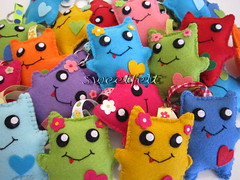 Prontinhos!!! Lembracinhas de aniversrio que a Martinha ir oferecer aos seus amiguinhos ... (sweetfelt \ ideias em feltro) Tags: handmade felt monsters feltro portachaves handcraft keychains monstros feutrine chaveiros monstres portecls monstrinhos