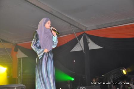 Heliza Helmi menyampaikan 3 buah lagu