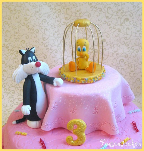 Tweety Bird cake from Fantasticakes