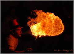 fire!! (Sara Bruni Photografie) Tags: light black ball dark fire darkness nero luce fuoco mangiafuoco oscurit giocoliere aplusphoto platinumheartaward