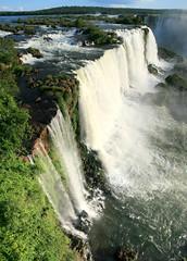 Vista lateral do Salto Santa Maria do Lado Brasileiro das cataratas de Foz de Iguaçu