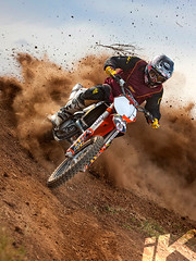 Benny (iKapture) Tags: canon eos gold sand offroad country powder racing ktm magazines dust thor motocross berm blast 580ex arai alpinestars offcamera pocketwizard 1dsmarkiii canon1dsmarkiii dirtaction 450sxf ikapture