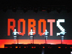 Kraftwerk (CrisGusmo) Tags: show brazil brasil concert tour saopaulo kraftwerk thomyorke radiohead loshermanos 2009 jonnygreenwood colingreenwood philselway edobrien inrainbows lastfm:event=848209 justafest chacaradojockey chacaradojoquei inrainbowstour2009