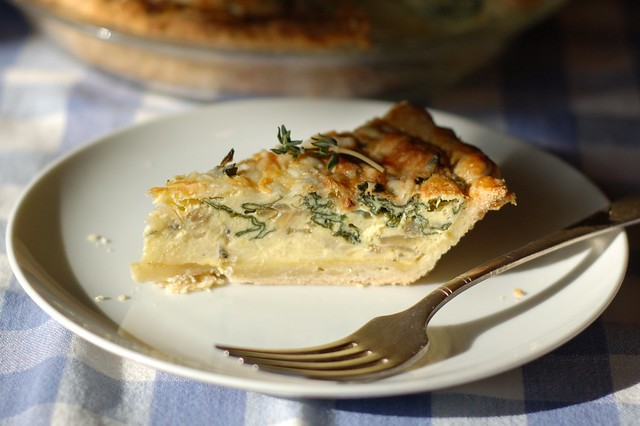 Spinach, onion & cheese quiche with thyme