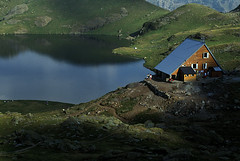 F64_OSSO.043 (photonogrady) Tags: summer people mountain lake green nature water montagne landscape eau outdoor hiking rando lac vert hut paysage pyrenees ete refuge bearn personnage randonnee ossau bivouac ayous