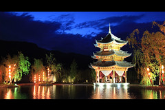 Banyan Tree Lijiang  (James Yeung) Tags: china reflection architecture night hotel handheld provence yunnan lijiang  banyantree shuhe