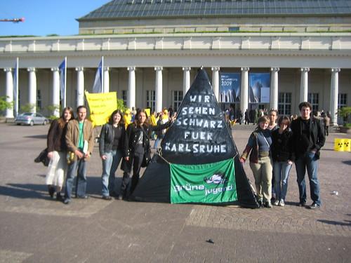 Grüne Jugend Karlsruhe mit Kohlepyramide