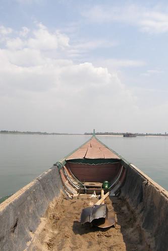 083.是艘簡單的木殼船