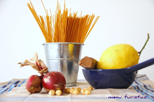 spaghetti bottarga e nocciole (ingr)